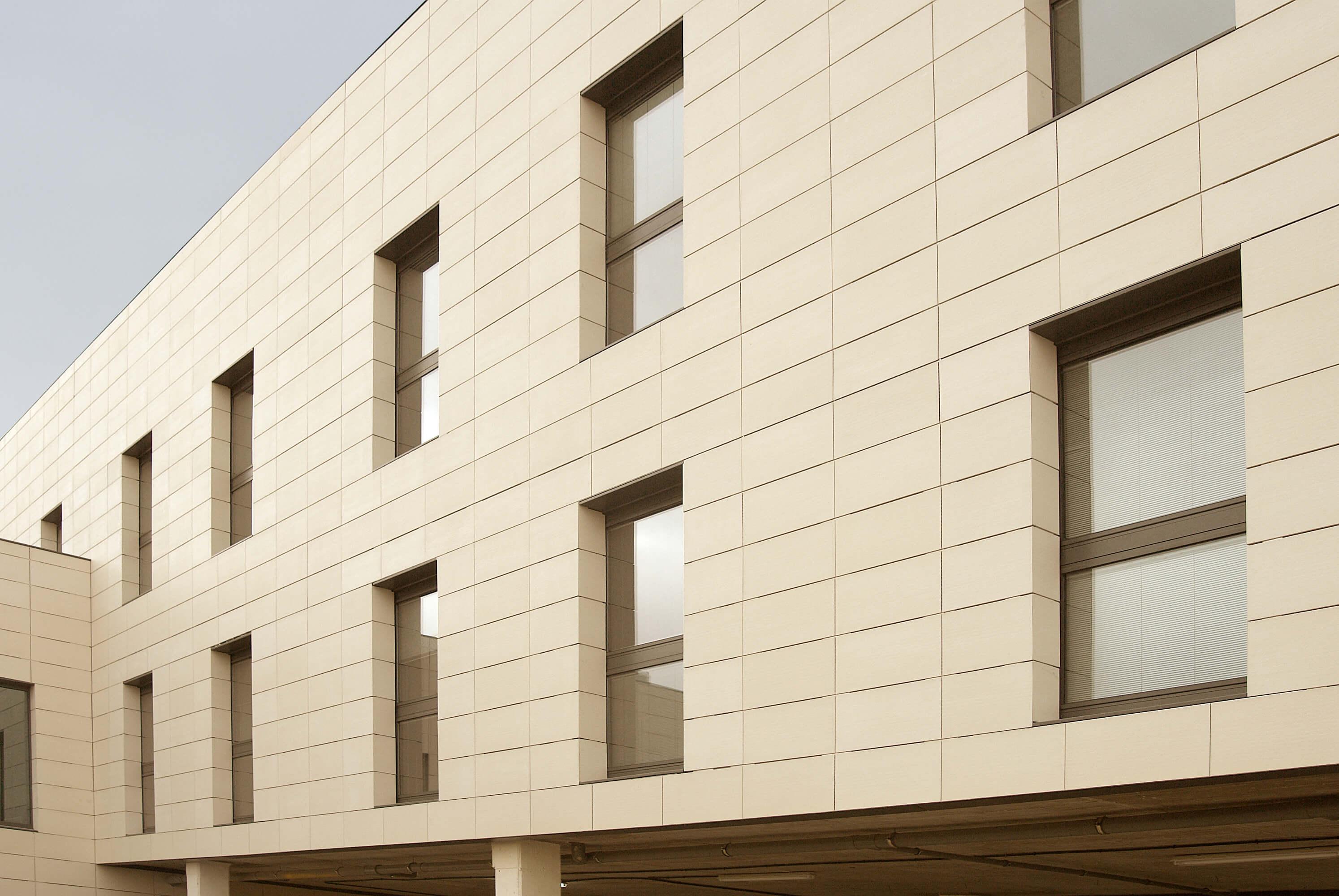 Здание из керамогранита Frontek